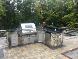 outdoor kitchen paver patio stone walls
